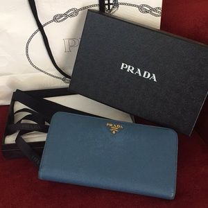 PRADA Large Saffiano Leather Wallet💙